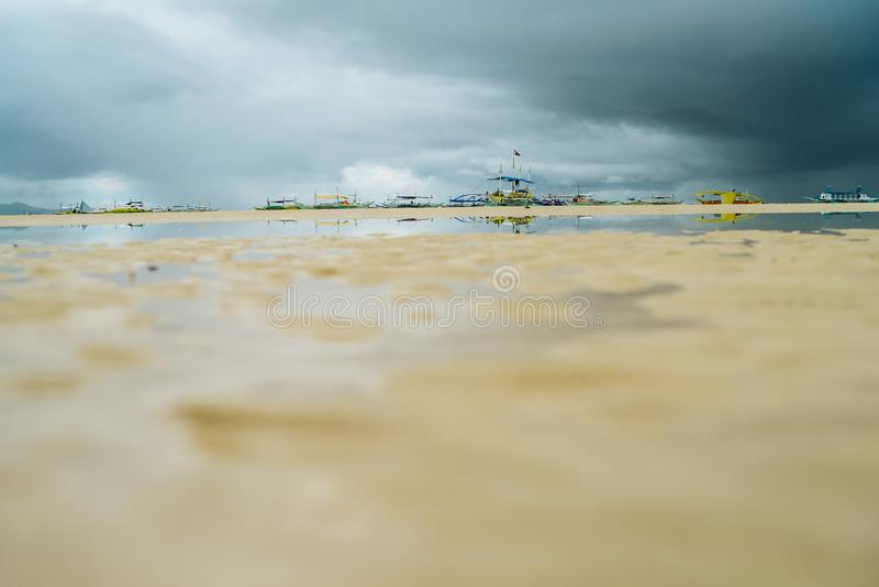 BORACAY-STRAND, PHILIPPINEN 20. NOVEMBER 2016: Boote auf Boracay-Strand in Philippinen lizenzfreies stockbild