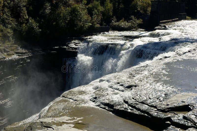 Bord de la cascade à écriture ligne par ligne photos stock