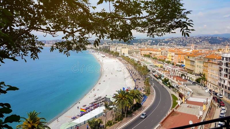 Bord de la mer d'été de Nice, vacances paysage en France, la Riviera, lieu de villégiature images stock