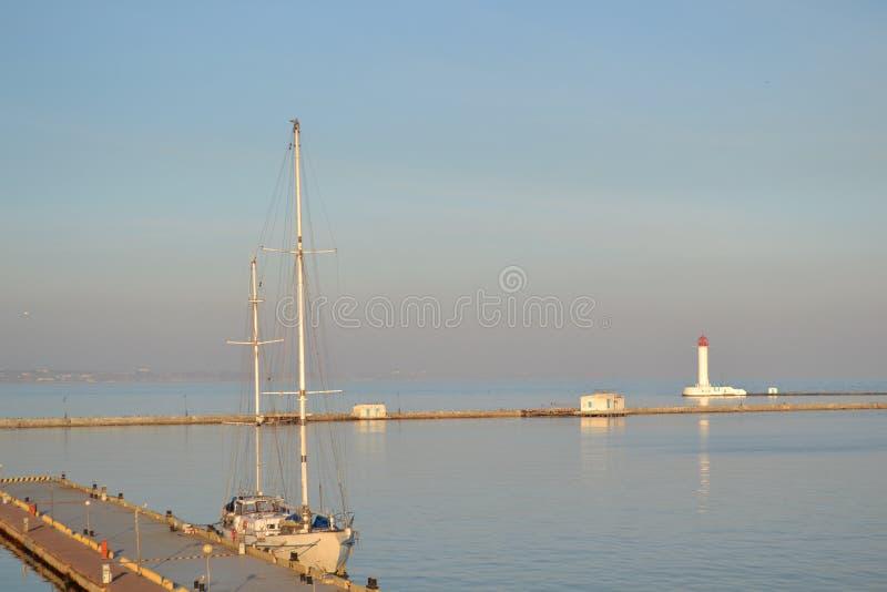 Bord de la mer d'été de port d'Odessa image libre de droits