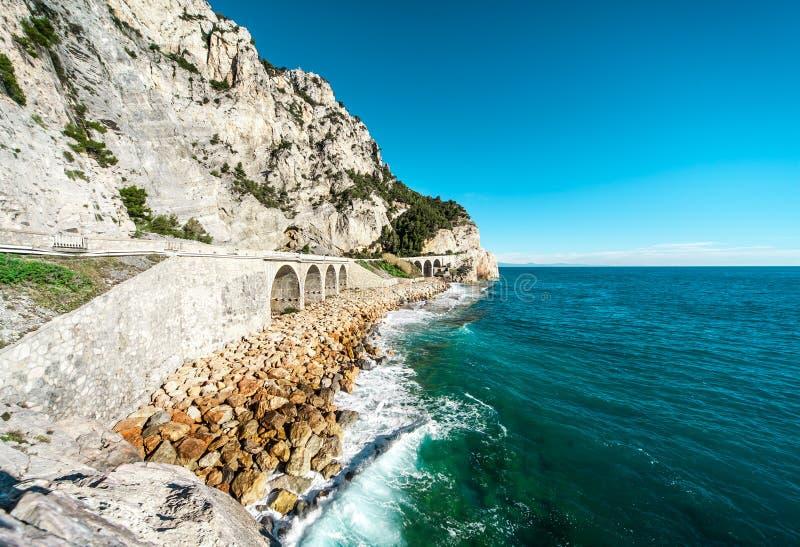 Bord de la mer de Ligure de finale photographie stock libre de droits