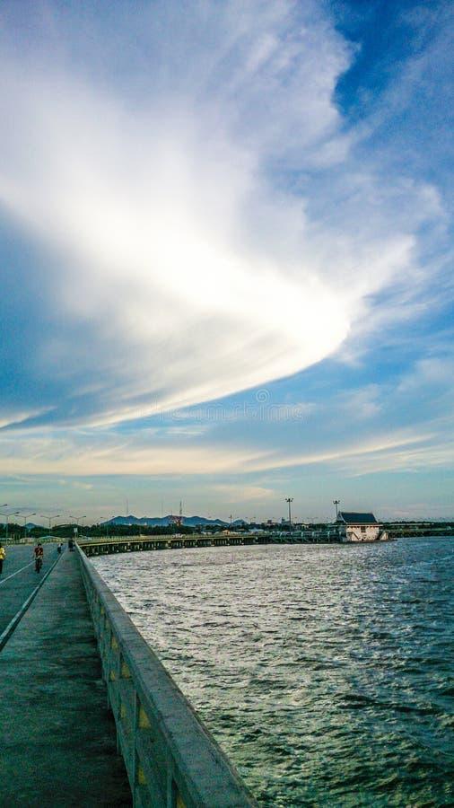 Bord de la mer de soirée image stock