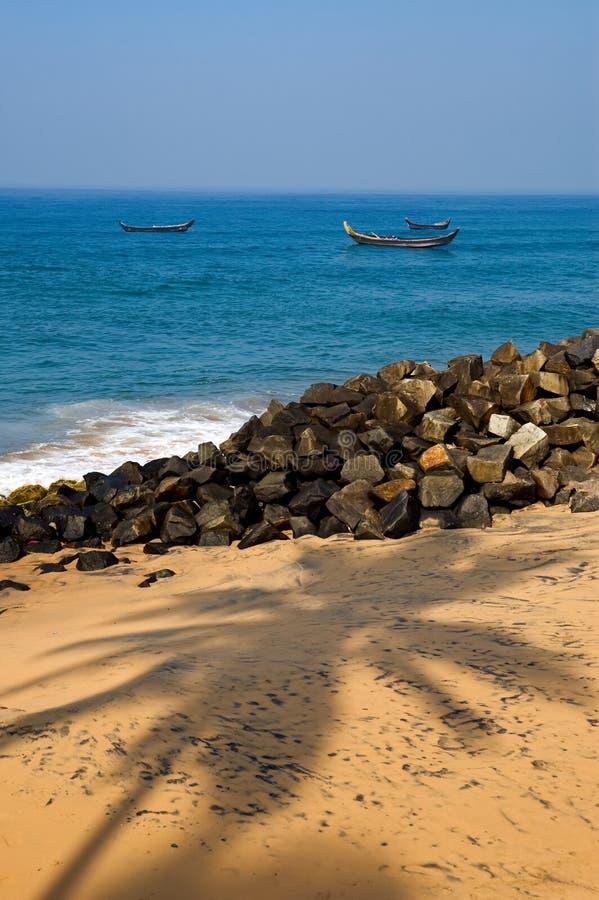 bord de la mer du Kerala de jour ensoleillé image libre de droits