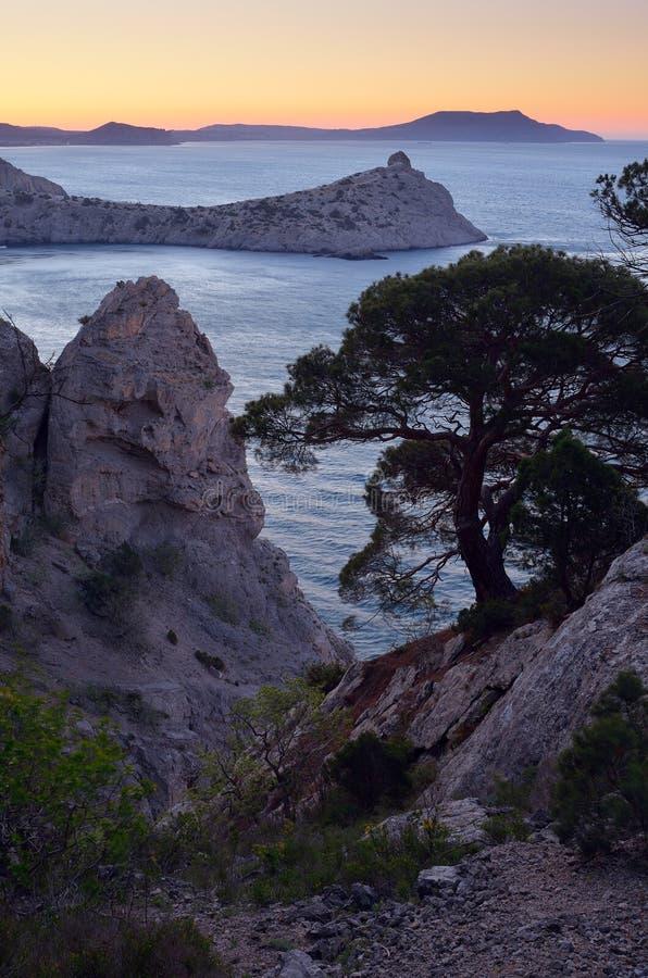 Bord de la mer rocheux en Crim?e photographie stock libre de droits
