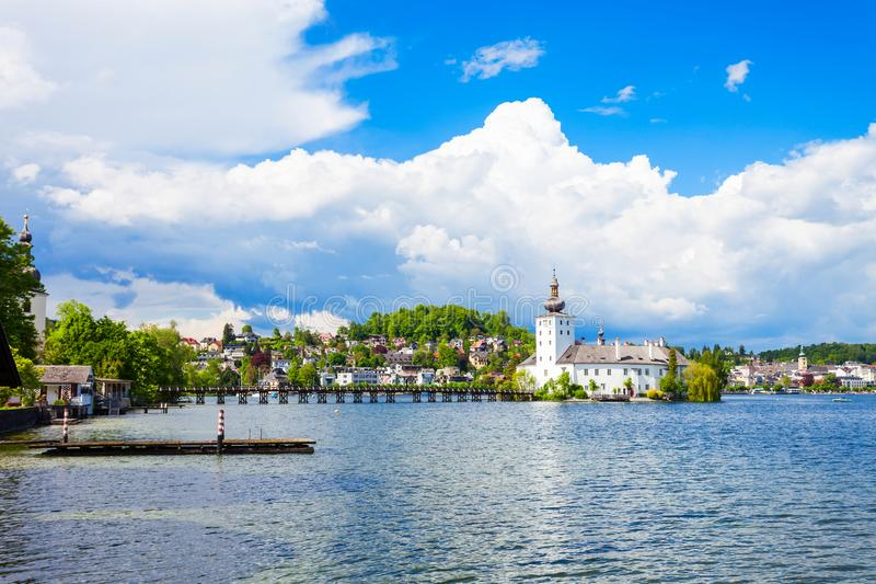 Bord de lac de ville de Gmunden, Autriche image libre de droits