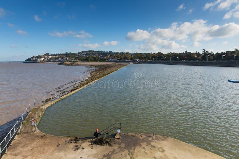 Bord de mer de Clevedon Somerset England et piscine britanniques d'air ouvert à la ville de côte près de Bristol photo libre de droits