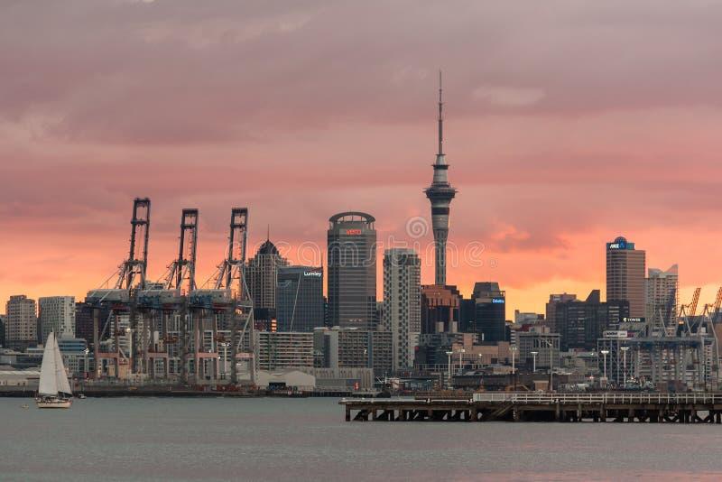 Bord de mer d'Auckland au coucher du soleil images libres de droits