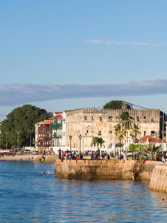 Bord de mer dans la ville en pierre, Zanzibar, Tanzanie images stock