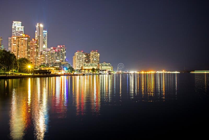 Bord de mer de port de Toronto la nuit photo libre de droits