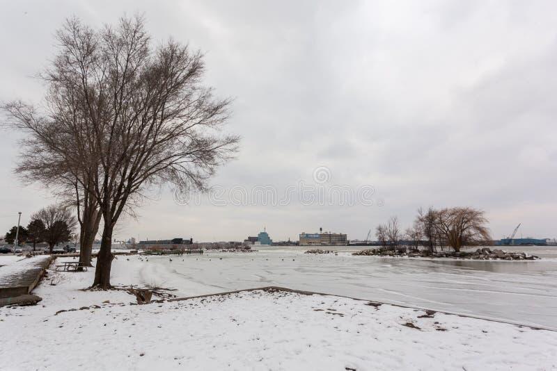 Bord de mer scénique de Rivière Détroit en hiver, le 5 février 2017 images libres de droits