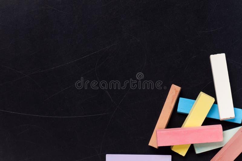 Bord met kleurrijk krijt royalty-vrije stock afbeelding