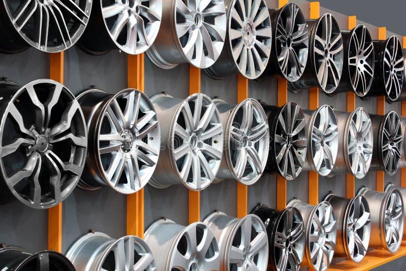 Borda de alumínio da roda do carro fotografia de stock