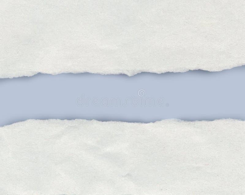 Borda de papel rasgada que mostra uma luz - fundo azul com espaço da cópia imagem de stock royalty free