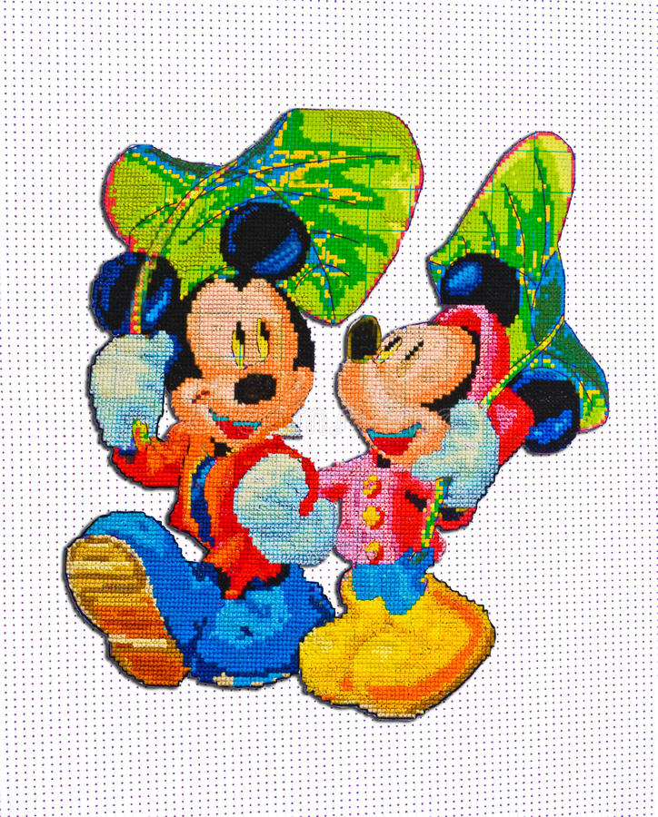 Bordado feito à mão e ponto de cruz Mickey Mouse & Minnie Mouse imagens de stock royalty free
