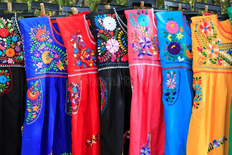Bordado maia Iucatão México do vestido da mulher fotos de stock