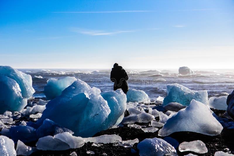 Bordadura do turista pelo gelo foto de stock royalty free
