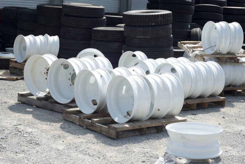Bordas do pneu do reboque de tratora e do caminhão imagens de stock royalty free