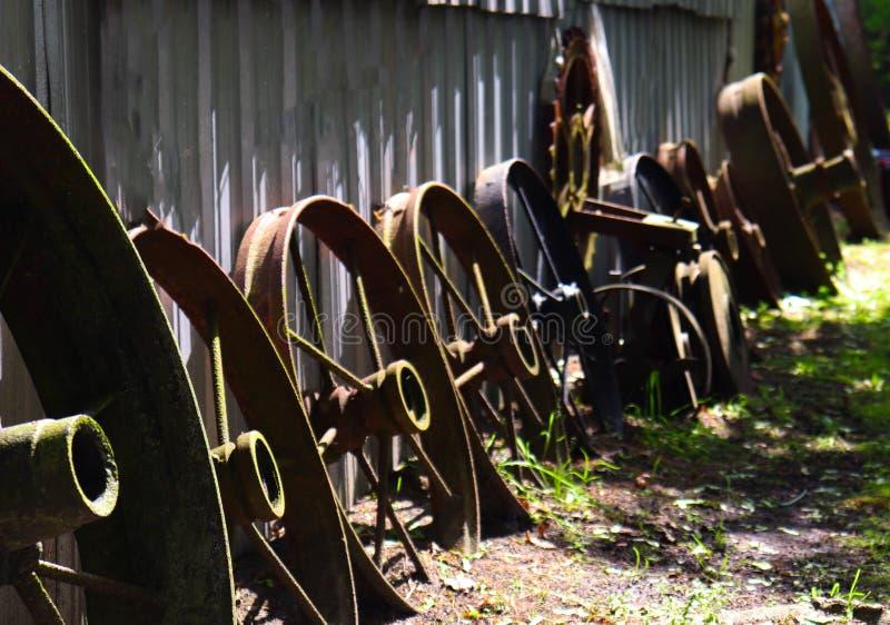 Bordas oxidadas organizadas do trator do vintage foto de stock