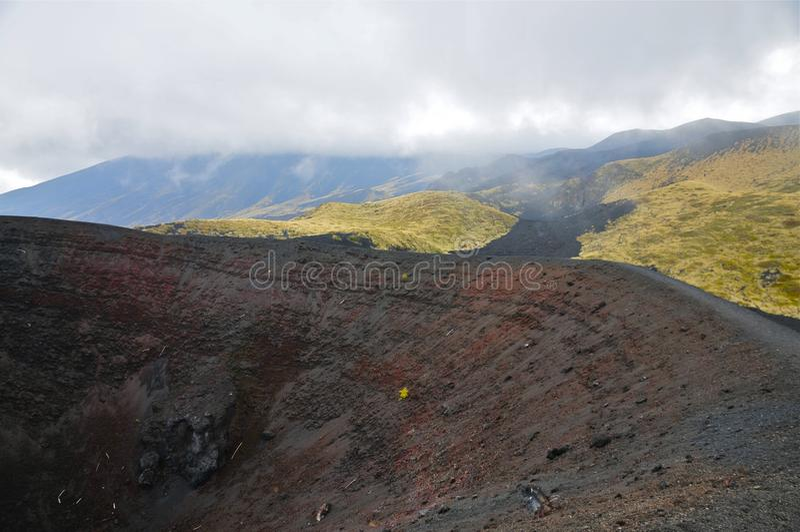 Borde de la caldera del monte Etna, Sicilia imagen de archivo libre de regalías