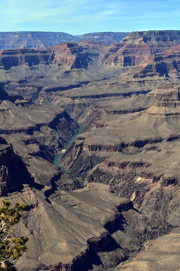 Borde meridional del río que atraviesa el Gran Cañón imagen de archivo