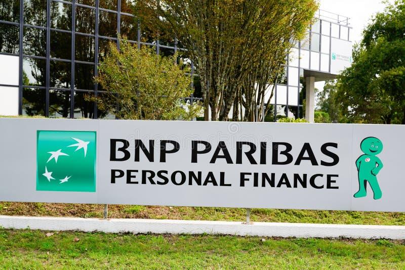 Bordeaux , Akwitania / Francja - 09.27.2019 : bnp paribas Personal Finance French wielonarodowe logo banku, biuro zdjęcia royalty free