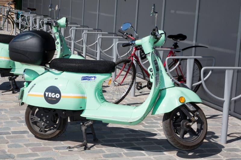 Bordeaux, Aquitaine / Γαλλία - 03 28 2019: σκούτερ αστικής κινητικότητας στοκ φωτογραφία με δικαίωμα ελεύθερης χρήσης