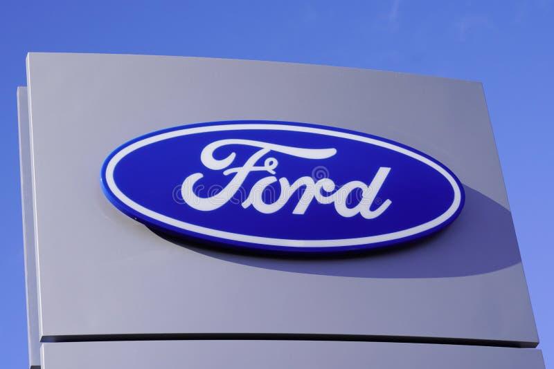 Bordeaux , Aquitaine / Франция - 11 13 2019 : Автомастерская Ford Dealership Sign Store Logo Service стоковое изображение rf