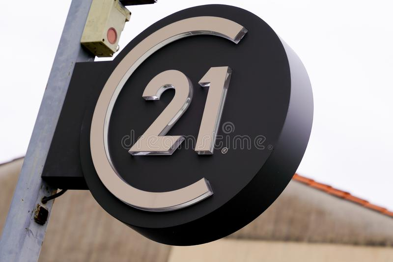 Bordeaux , Aquitaine / Франция - 11 18 2019 : Вечерний 21 логотип логотип Saltwater магазин Недвижимость Недвижимость Группа мага стоковые фото