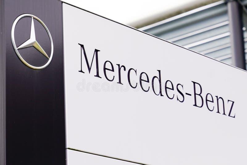 Bordeaux , Aquitaine / Франция - 09 24 2019 : Логотип магазина логотипов Mercedes-Benz Automobile Dealership стоковая фотография rf