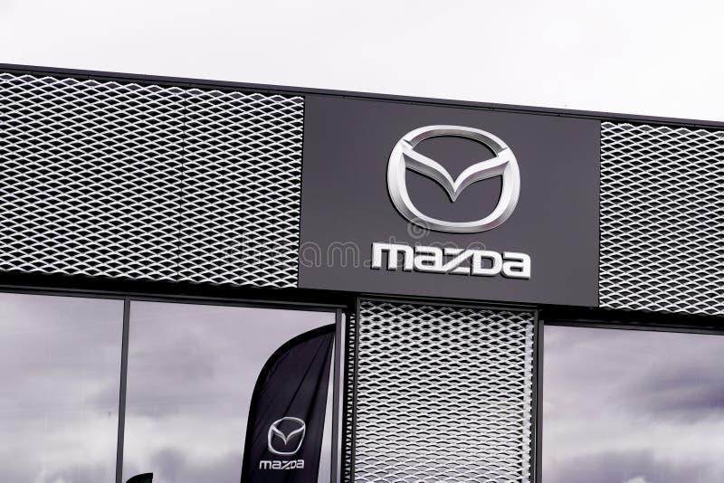 Bordeaux , Aquitaine / Франция - 10 02 2019 : логотип магазина подписей Mazda Automobile Dealership shop Японский автомобильный л стоковые изображения rf