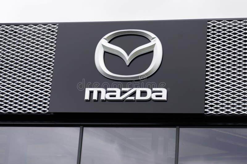 Bordeaux , Aquitaine / Франция - 10 02 2019 : магазин логотипов автомобилей Mazda Automobile Dealership магазин японских автомоби стоковые изображения