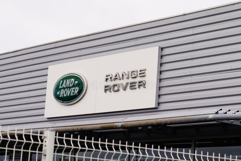 Bordeaux , Aquitaine / Франция - 10 02 2019 : Магазин магазина Range Rover Automobile Dealership Sign Store стоковое фото rf