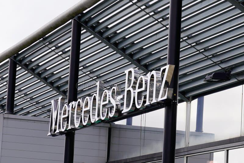 Bordeaux , Aquitaine / Франция - 09 24 2019 : магазин подписей Mercedes-Benz Automobile Dealership store стоковая фотография rf