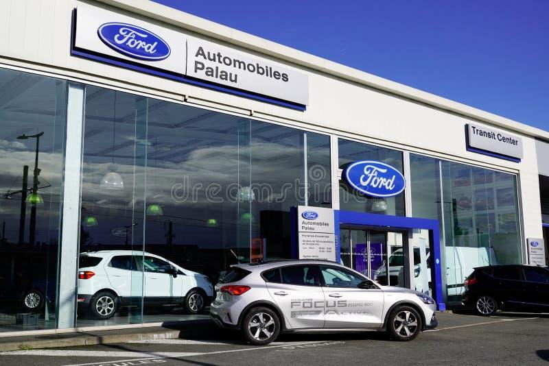 Bordeaux , Aquitaine / Франция - 11 13 2019 : Фирма Ford Dealership car вывеска магазина логотипа магазин автомобильный магазин а стоковое изображение rf