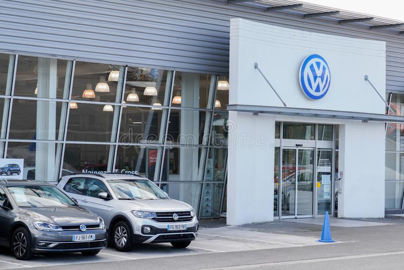 Bordeaux , Aquitaine / France - 09 30 2019 : Cars in front of a workshop sign store volkswagen dealer stock image