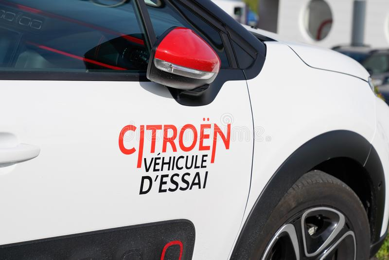 https://thumbs.dreamstime.com/b/bordeaux-aquitaine-france-citroen-car-customer-try-dealership-stickers-door-163035991.jpg