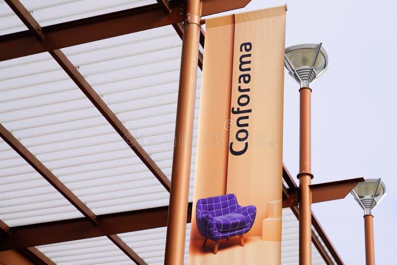 Bordeaux, Aquitaine/France - 10 15 2019 : Conforama-butiken för inredning av butiker i detaljhandelskedjans logotyp arkivfoton