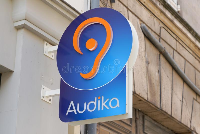 Bordeaux , Aquitaine / Francia - 12 04 2019 : Azienda di distribuzione di materiale audiografico per il negozio di cartelli con i fotografie stock libere da diritti