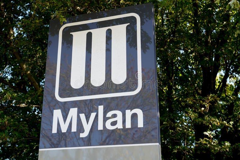 Bordeaux , Aquitaine / Francia - 10 novembre 2019 : Azienda farmaceutica produttrice di logo Mylan fotografia stock