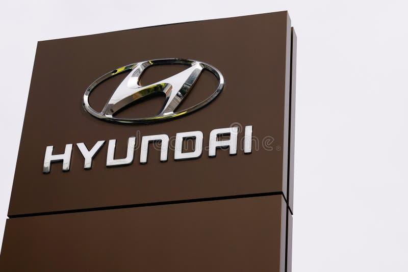 Bordeaux , Aquitaine / Francia - 10 novembre 2019 : Hyundai Dealership, cartello con il logo del negozio di motori della multinaz fotografie stock