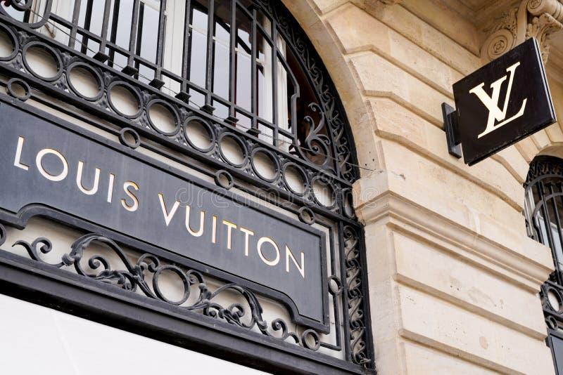 Bordeaux , Aquitaine / Francia - 10 novembre 2019 : Logo Louis Vuitton Retail Store Exterior shop street fotografia stock