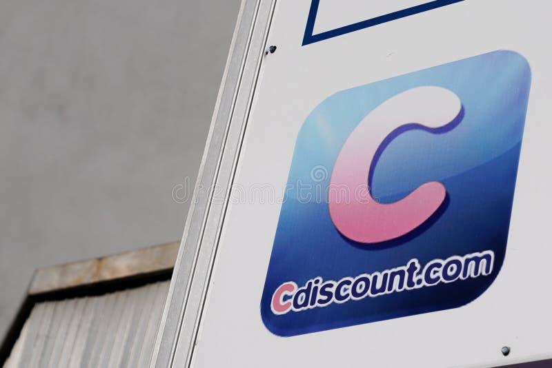 Bordeaux , Aquitanien / Frankreich - 12 12 2019 : Ccount-Logo-Zeichen Marken billiger E-Commerce in Frankreich Ccount Kassengesch stockbild