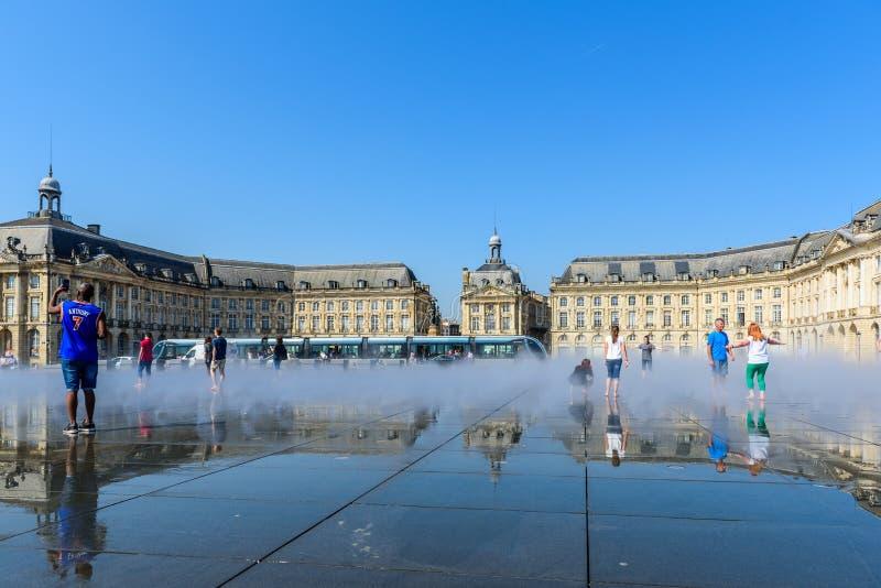 BORDEAUX, FRANCE - 18 MAI 2018 : Vue sur la place d'échange Copiez l'espace pour le texte images libres de droits