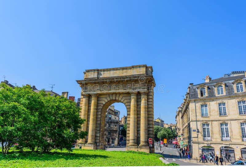 BORDEAUX, FRANCIA - 18 MAGGIO 2018: Punto di vista del Porte de la Borgogna Copi lo spazio per testo fotografie stock libere da diritti
