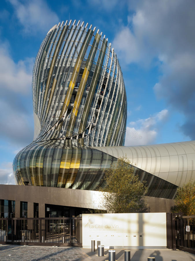 BORDEAUX, GIRONDE/FRANCE - 18 SEPTEMBER: Mening van La Cite du Vin stock afbeelding