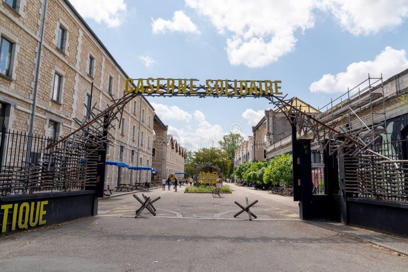 Bordeaux, Gironde/Frankreich - 05 26 2019: Darwin, Hippie-Lebensart Caserne Niel Planeten und Menschlichkeit schützen lizenzfreies stockbild