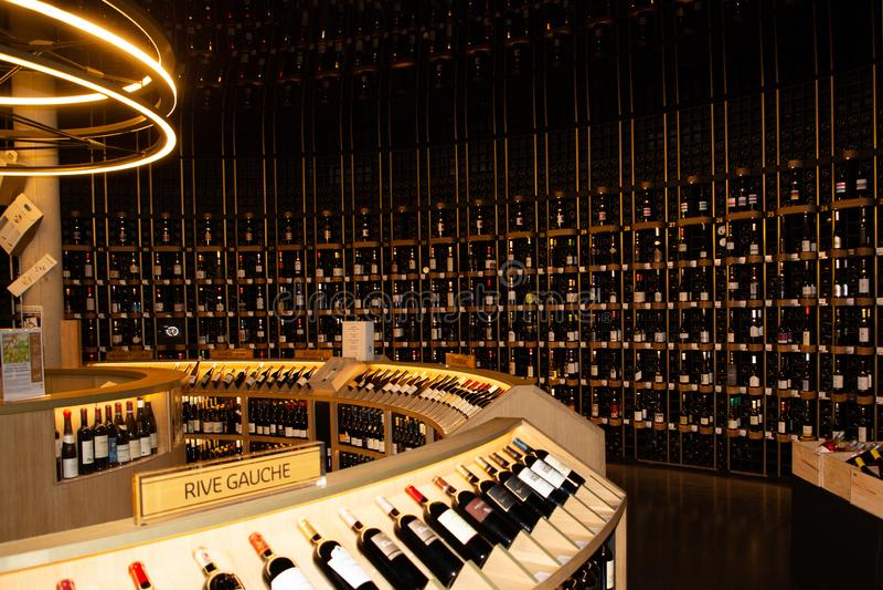 Bordeaux Nouvelle Aquitaine/Frankrike - 03 28 2019: besöka vinmuseet citera du vin arkivfoton