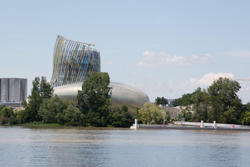 Bordeaux, nouvelle l'Aquitaine/France - 06 20 2018 : Citez du Vin, dans la ville du Bordeaux, expliquez la culture de vin du ` s  photo stock