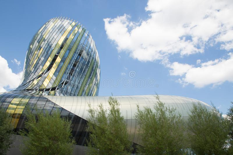 Bordeaux, nouvelle l'Aquitaine/France - 06 20 2018 : Le Bordeaux nouveau citent du Vin que maire Alain Juppé a proclamé un Gugge photographie stock