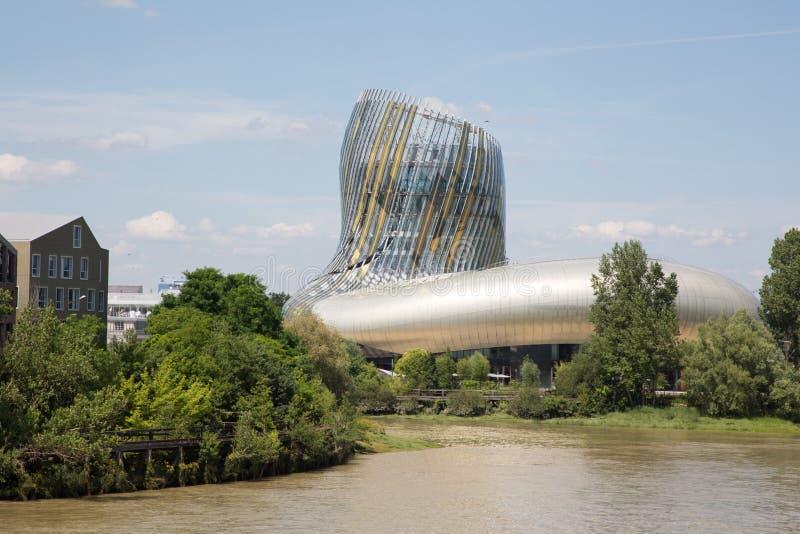 Bordeaux, nouvelle l'Aquitaine/France - 06 20 2018 : nouveau citez du Vin en Bordeaux est les WI réussis d'international du ` s d photos libres de droits